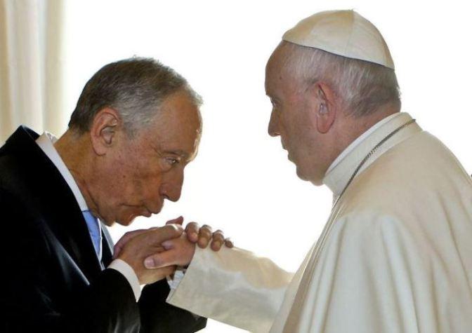 O beija-mão de Marcelo ao Papa, o Laicismo e a República
